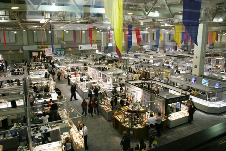 AGTA convention floor, booths, and dealers