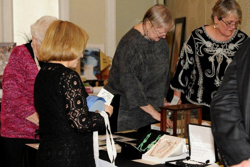 DCGIA Chapter 2012 Holiday Auction & Party (3/6)